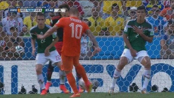 Wesley Sneijder WATCH Netherlands 2 1 Mexico: Match Highlights [VIDEO]: Dutch Break Mexicos Hearts