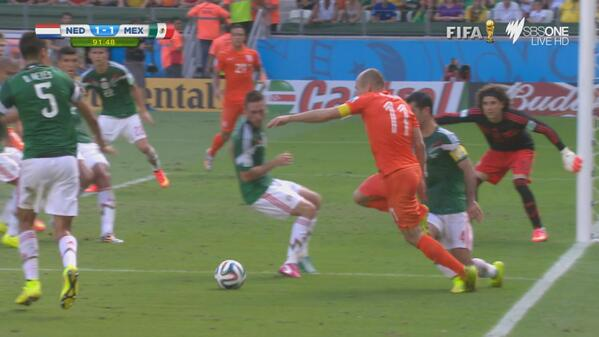 arjen robben1 WATCH Arjen Robbens Dive to Win Netherlands A Late Penalty Win Against Mexico [GIF]