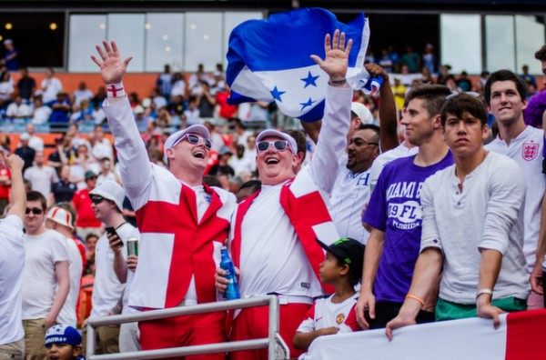 england fans men 600x396 Photos From England vs Honduras Friendly In Miami: World Cup Warmup Match