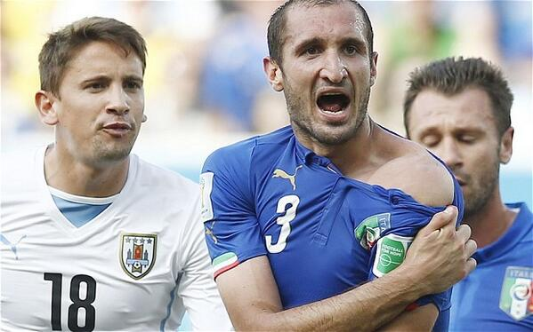 giorgio chiellini1 New Camera Angle Shows Luis Suarez Biting Giorgio Chiellini In More Detail [GIF]