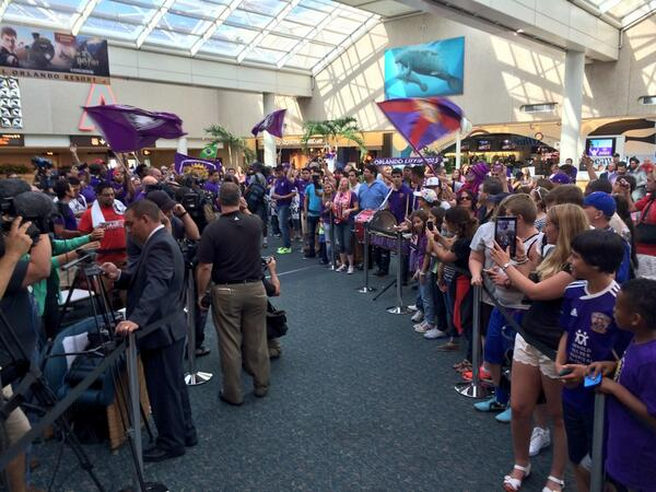 kaka arrival party Brazilian Superstar Kaka Mobbed By Orlando City Fans At Airport [PHOTOS]