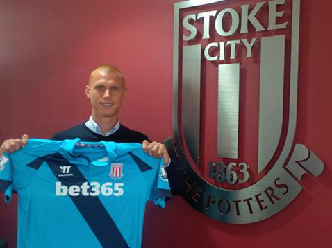 steve sidwell Steve Sidwell Joins Stoke City On Two Year Deal After Being Released By Fulham