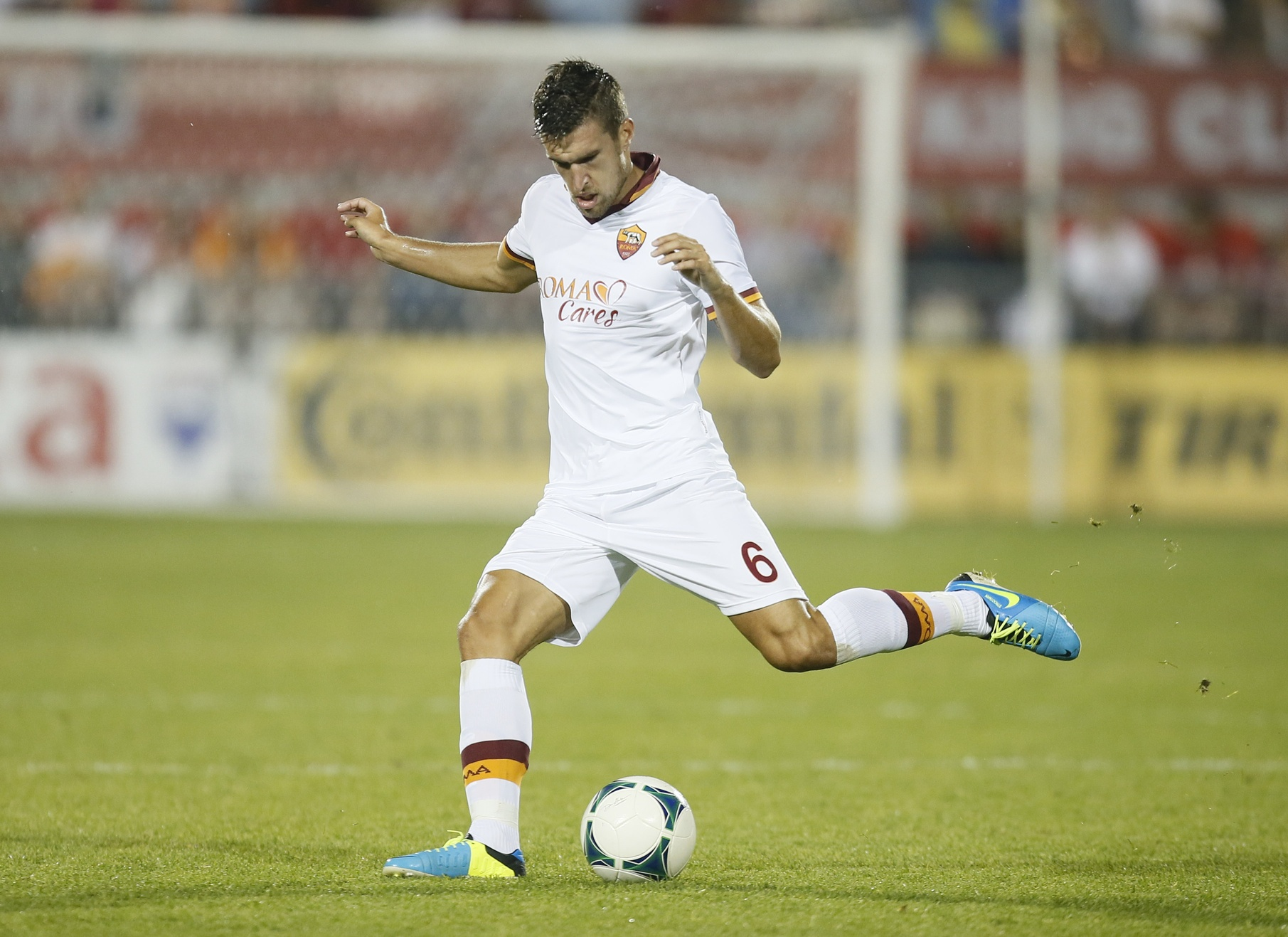 Roma Seek Huge Fee From Manchester United for Kevin Strootman