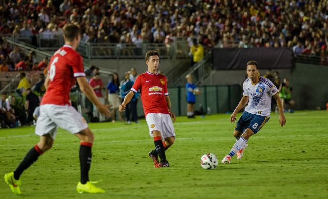 Manchester United's Ander Herrera Instantly Impresses in Debut