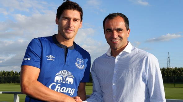 gareth barry roberto martinez Gareth Barry Signs With Everton On 3 Year Deal