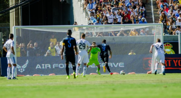 inter milan real madrid 600x324 Real Madrid vs Inter Milan: International Champions Cup Game at Berkeley [PHOTOS]