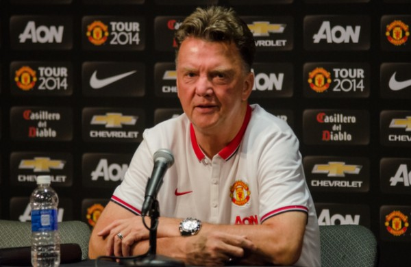 Analyzing Louis van Gaal's 3-5-2 formation at Manchester United
