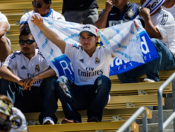 real madrid fan 600x452 Real Madrid vs Inter Milan: International Champions Cup Game at Berkeley [PHOTOS]