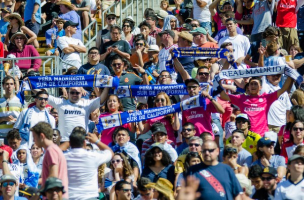 real madrid fans 600x396 Real Madrid vs Inter Milan: International Champions Cup Game at Berkeley [PHOTOS]