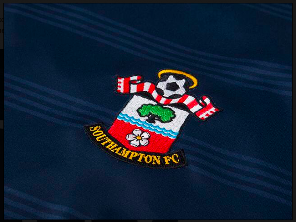 southampton away shirt crest 600x450 Southampton Duo Jay Rodriguez and Morgan Schneiderlin to Join Tottenham