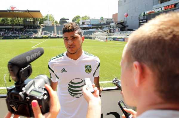 deandre yedlin 600x394 Spurs Leading Chase to Sign DeAndre Yedlin From Seattle Sounders, Says Report