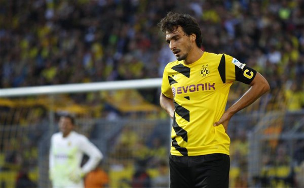 Manchester United target Mats Hummels considering his future at Borussia Dortmund
