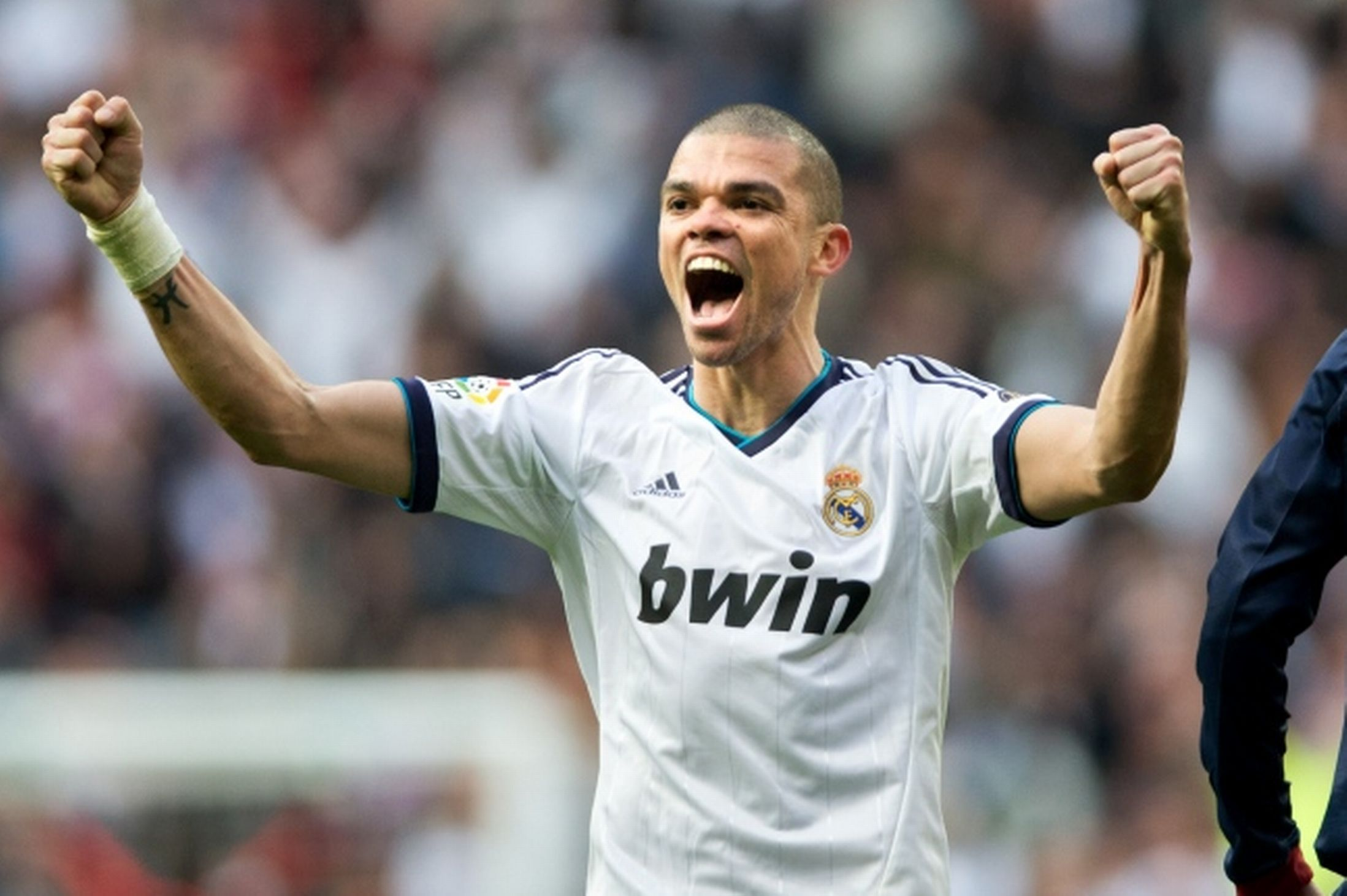 Pepe set to sign contract extension with Real Madrid until ...  Pepe set to sig...