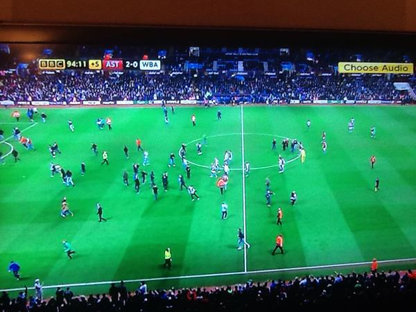 aston-villa-pitch-invasion