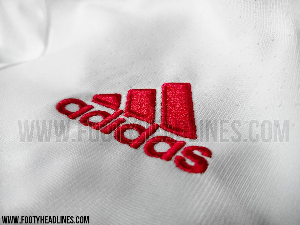 manchester-united-away-shirt-adidas-logo
