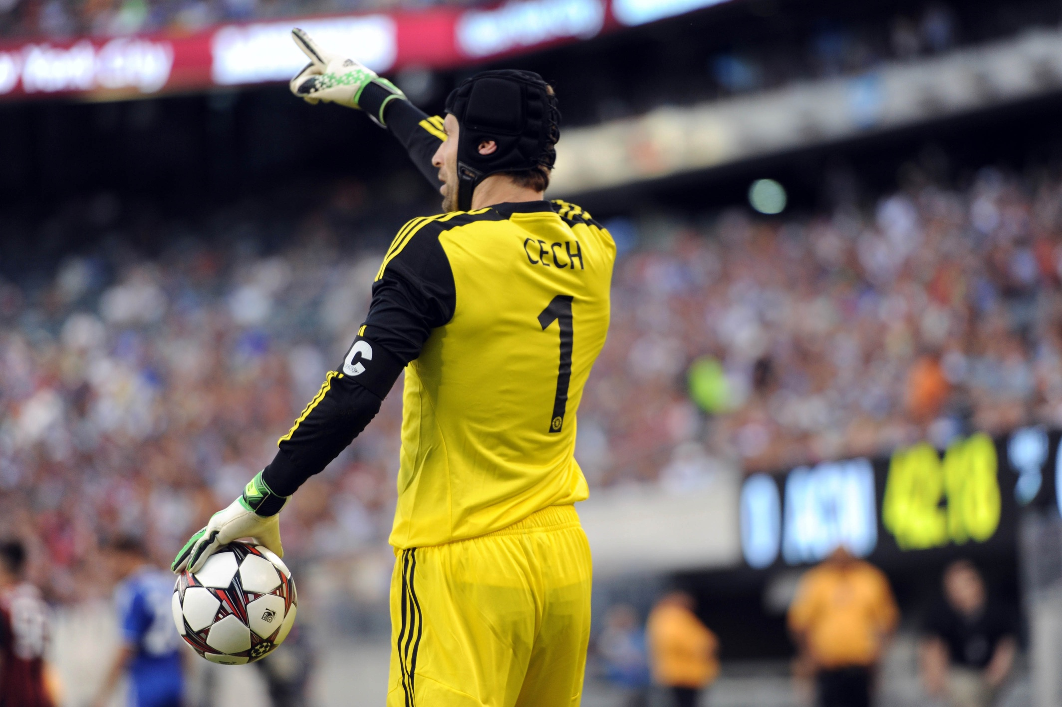 Arsenal sign Chelsea goalkeeper Petr Cech says report World