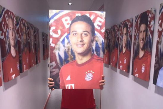 thiago alcantara picture held by javi martinez