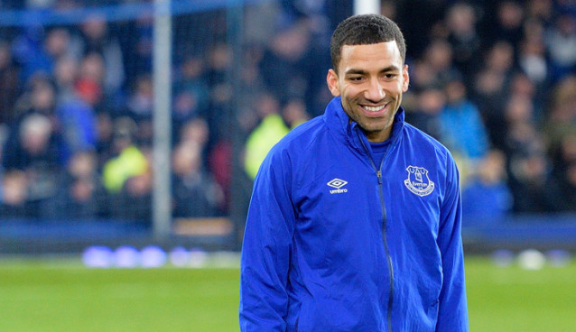 Aaron Lennon completes permanent move to Everton with three-year deal