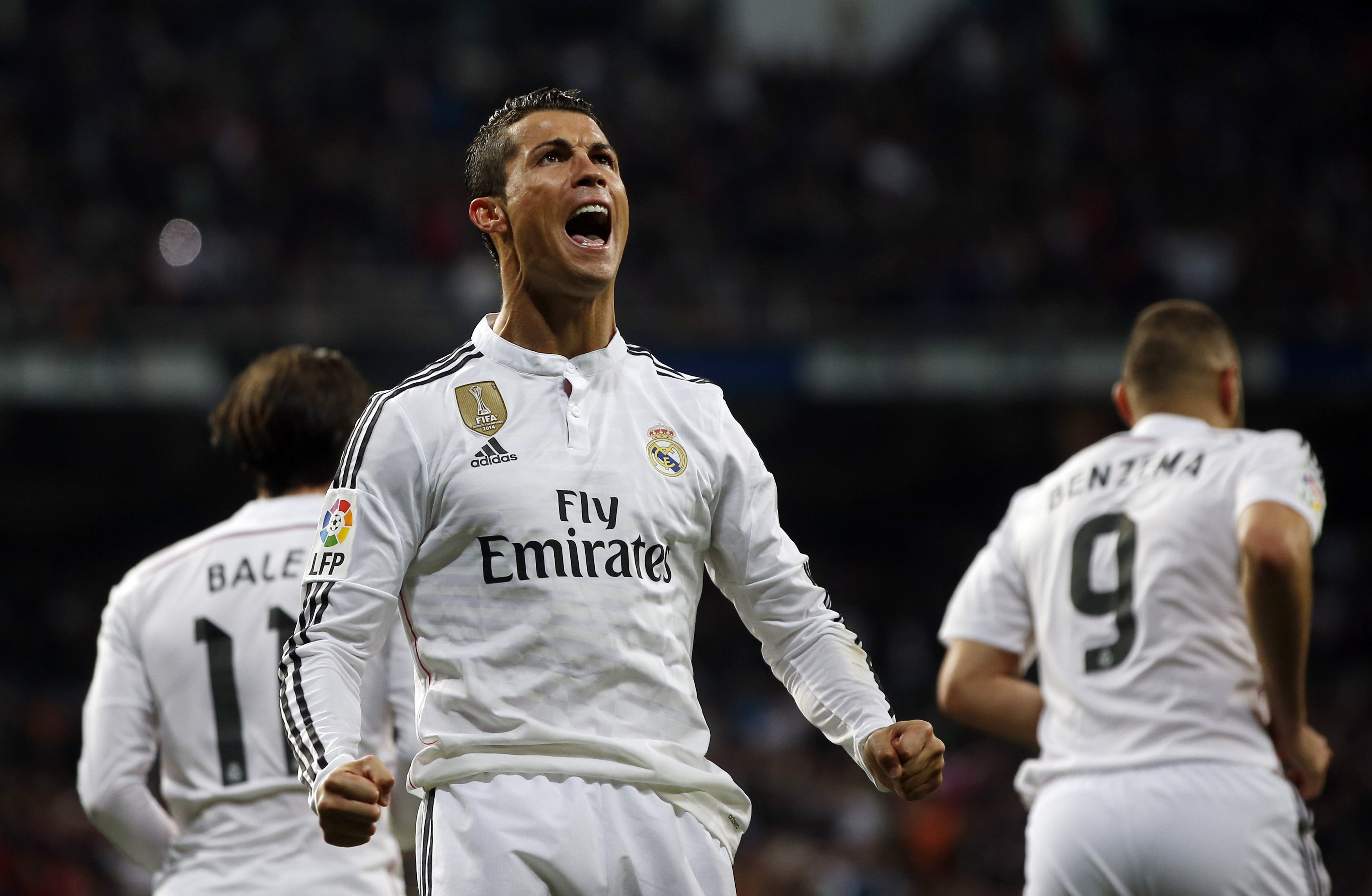 Real Madrid's Cristiano Ronaldo celebrates his goal against Villarreal during their Spanish first division soccer match at Santiago Bernabeu stadium in Madrid, March 1, 2015. REUTERS/Susana Vera (SPAIN - Tags: SPORT SOCCER)