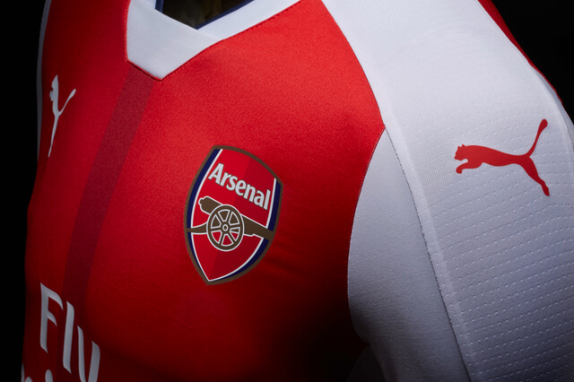 arsenal-home-jersey-side
