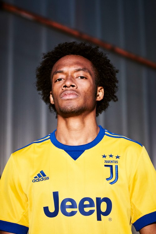 Juventus Away Jersey For 2017 18 Season Features Bold Yellow And Blue Colors World Soccer Talk